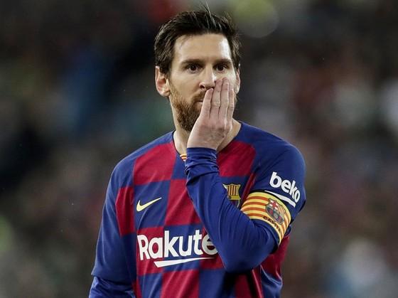Lionel Messi vẫn giữ im lặng và thật sự đang cân nhắc về tương lai. Ảnh: Getty Images