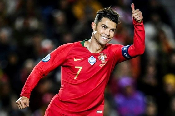 Cristiano Ronaldo phải chờ bàn thứ 100 của mình cho tuyển quốc gia.