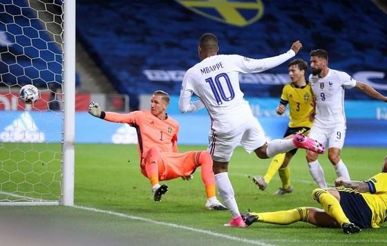 Nations League: Mbappe, Sterling tìm lại bản năng ghi bàn  ảnh 1