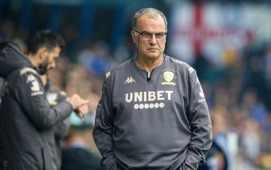 HLV Marcelo Bielsa cam kết tương lai và tin tưởng thành công cùng Leeds United. Ảnh: Getty Images