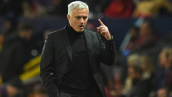 Jose Mourinho đã sớm đối mặt với bài toán hóc búa ở mùa giải mới. Ảnh: Getty Images