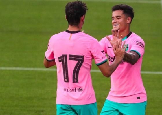 HLV Ronald Koeman tin sẽ tìm được cách giúp Philippe Coutinho (phải) tỏa sáng. Ảnh: Getty Images