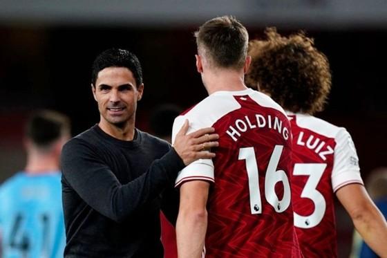 Nhọc nhằn đánh bại West Ham, Pháo thủ tiếp tục thể hiện bản lĩnh ảnh 1