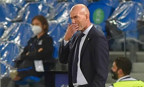 HLV Zinedine Zidane bất ngờ tuyên bố không muốn ký với bất kỳ ai. Ảnh: Getty Images