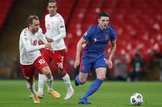 Christian Eriksen (trái) giúp Đan Mạch quật ngã tuyển Anh ngày tại Wembley. Ảnh: Getty Images
