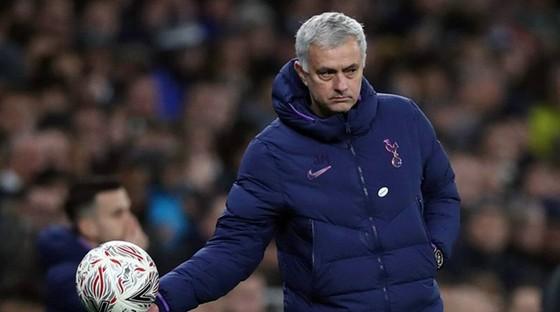 HLV Jose Mourinho thừa nhận điểm yếu phòng ngự của Tottenham. Ảnh: Getty Images