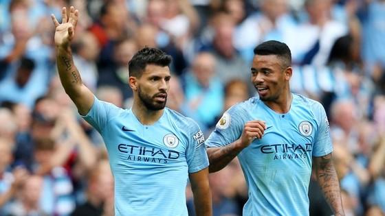 Sergio Aguero và Gabriel Jesus cùng lúc vắng mặt dài hạn đã đẩy Man.City vào khó khăn.