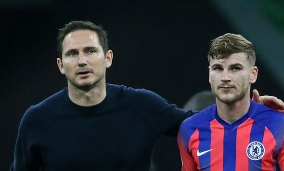 HLV Frank Lampard và tân binh Timo Werner đã gây ấn tượng tốt trước ông chủ. Ảnh: Getty Images