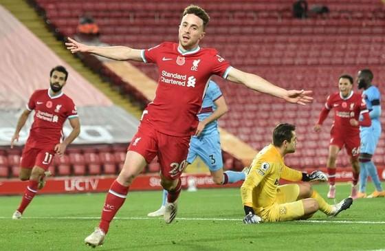 Diogo Jota ghi bàn quyết định giúp Liverpool ngược dòng trước West Ham. Ảnh: Getty Images