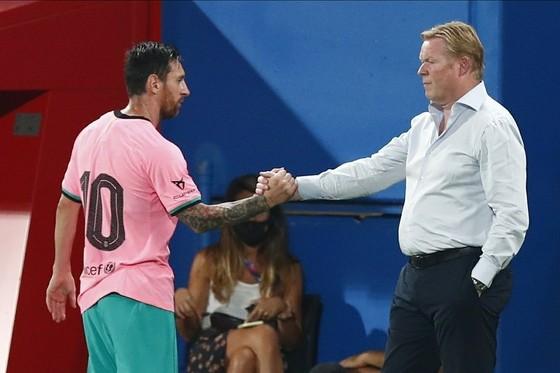 HLV Ronald Koeman khẳng định có mối quan hệ tốt với Lionel Messi. Ảnh: Getty Images