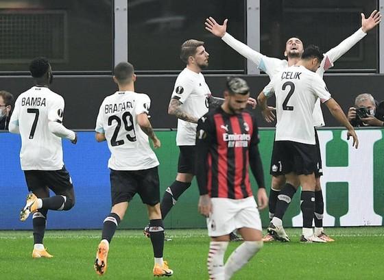 Đại diện Anh thắng lớn, Milan đứt mạch bất bại ảnh 1