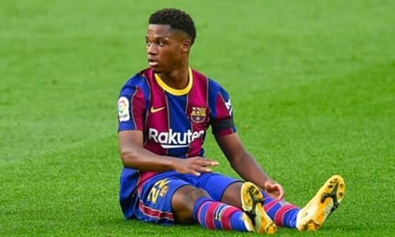 Messi lập cú đúp, nhưng Barca mất Fati hết năm ảnh 1