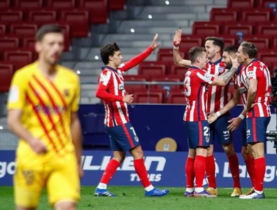 Atletico Madrid lần đầu đánh bại Barca tại La Liga sau 10 năm.