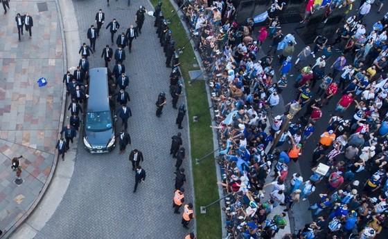 Cắt ngắn lễ viếng, Maradona đã được an táng ở quê nhà ảnh 1