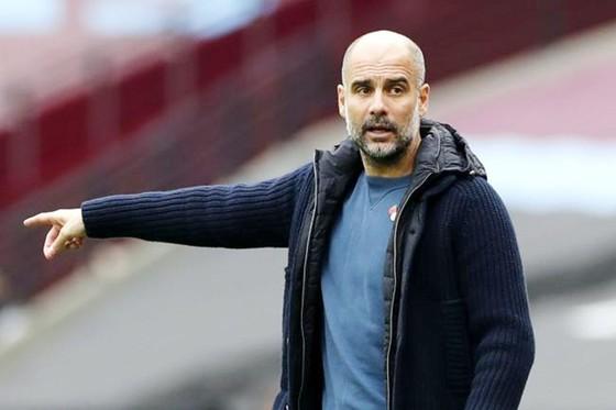 HLV Pep Guardiola đã có thể tập trung xoay chuyển vận mệnh tại Premier League. Ảnh: Getty Images