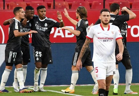 Barca khủng hoảng chưa dứt, HLV Zidane gỡ bỏ gánh nặng ảnh 1