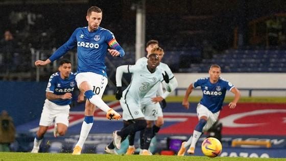 Derby Manchester vắng bàn thắng, Chelsea thua tại Everton ảnh 1