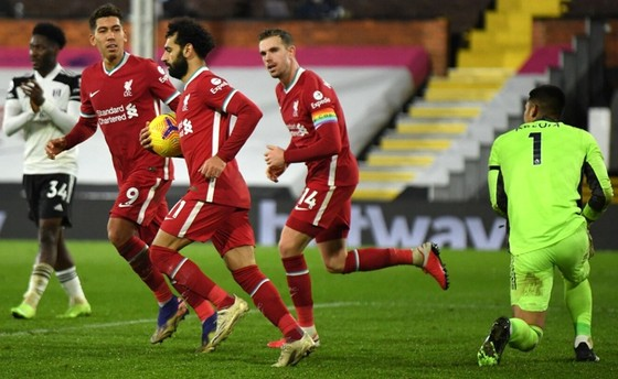 Bàn gỡ muộn của Mohamed Salah chỉ giúp Liverpool giành 1 điểm tại Fulham. Ảnh: Getty Images