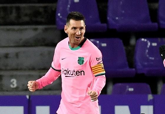 Lionel Messi vẫn miệt mài chinh phục những kỉ luc ghi bàn.