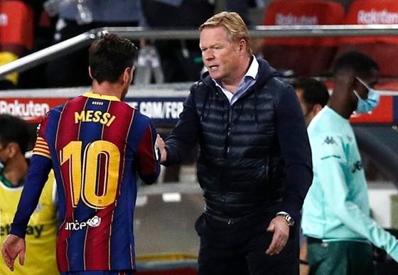 Coutinho nghỉ gần hết mùa, HLV Koeman trông chờ Messi ảnh 1