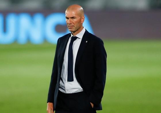 HLV Zinedine Zidane phải tiến hành cách ly theo quy định. Ảnh: Getty Images