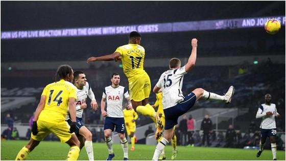 Man.City lên hạng 3 trong ngày Tottenham bị cầm hòa trên sân nhà ảnh 1