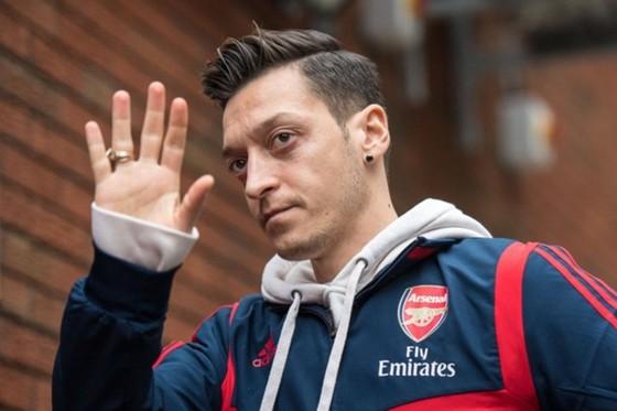Mesut Oezil chính thức xác nhận đã rời Arsenal.