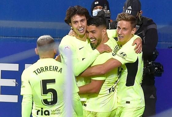 Luis Suarez tiếp tục truyền cảm hứng trong màu áo mới.