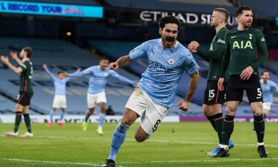 Ilkay Gundogan truyền cảm hứng cho Man.City trong chiến thắng 3-0 trước Tottenham. Ảnh: Getty Images