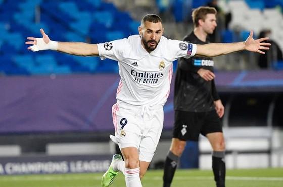 Mất chuyên gia giải nguy Karim Benzema, Real thật sự rơi vào khó khăn.