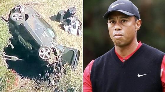 Tiger Woods và hiện trường vụ tai nạn xe hơi vào sáng nay ở California.