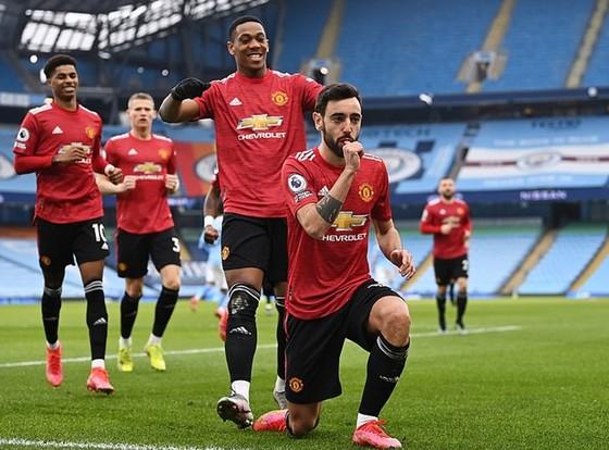 Chia tay derby Manchester trong danh dự, HLV Solskjaer thư giãn thừa nhận chức vô địch… là của Man.City ảnh 2