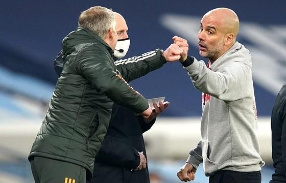 Chia tay derby Manchester trong danh dự, HLV Solskjaer thư giãn thừa nhận chức vô địch… là của Man.City ảnh 3