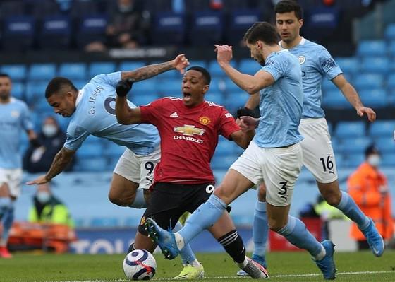 Chia tay derby Manchester trong danh dự, HLV Solskjaer thư giãn thừa nhận chức vô địch… là của Man.City ảnh 1