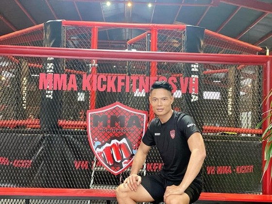 HLV Nguyễn Văn Hùng và trung tâm MMA của mình (nguồn: NVCC)
