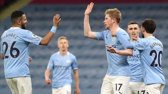 Kevin de Bruyne và Riyad Mahrez tỏa sáng giúp Man.City trở lại mạch thắng. Ảnh: Getty Images