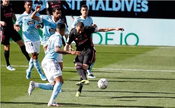 Benzema giúp Real áp sát ngôi đầu ảnh 1
