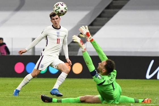 Kane ghi bàn sau 500 ngày, tuyển Anh khởi đầu dễ dàng ảnh 1
