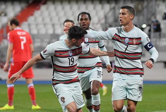 Cristiano Ronaldo ghi bàn thứ 103 cho tuyển Bồ Đào Nha.