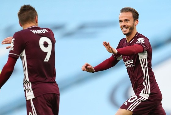 James Maddison mừng bàn thắng trong trận thắng gây sốc 5-2 trên sân Man.City ở lượt đi. Ảnh: Getty Images