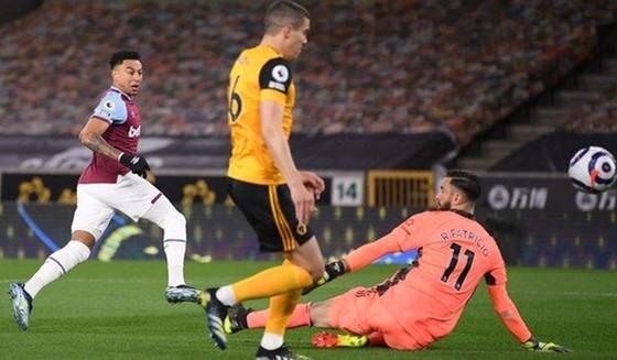 Jesse Lingard lần đầu ghi bàn trong 3 trận lên tiếp, truyền cảm hứng chiến thắng. Ảnh: Getty Images