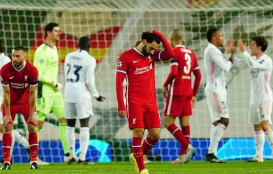 Mohamed Salah hoang phí cơ hội là hình ảnh tiêu biêu của Liverpool sa sút. Ảnh: Getty Images