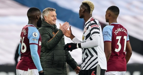 HLV Ole Gunnar Solskjaer hài lòng khi vừa ngăn Man.City vô địch sớm vừa đảm bảo tốp 4. Ảnh: Getty Images