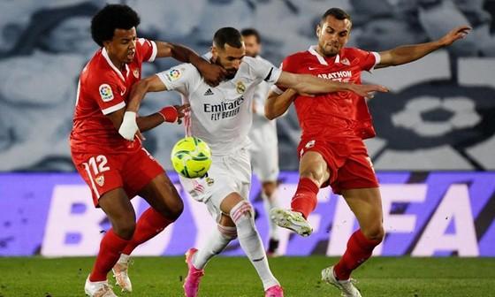 Real Madrid lỡ cơ hội lên ngôi đầu khi hòa trước Sevilla. Ảnh: Getty Images