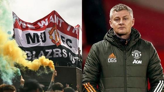 HLV Ole Gunnar Solskjaer kêu gọi những người hâm mộ Man.United bình tĩnh.