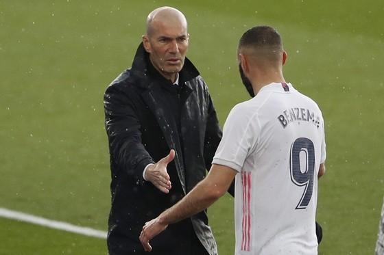 HLV Zinedine Zidane khẳng định không bao giờ nói điều bất lợi trước thời điểm quyết định. Ảnh: Getty Images