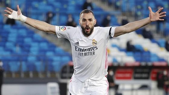 Phong độ chói sáng trong màu áo Real Madrid đưa Karim Benzema trở lại tuyển Pháp.
