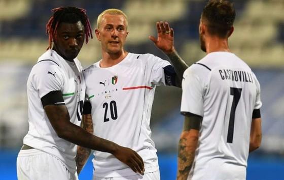 Federico Bernadeschi (giữa) gần như đã đảm bảo cho mình vị trí chính thức.