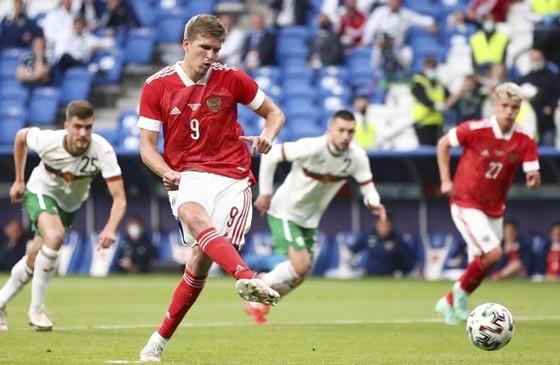 Thụy Điển và Nga chạy đà thuận lợi, Xứ Wales vẫn không thắng ảnh 1