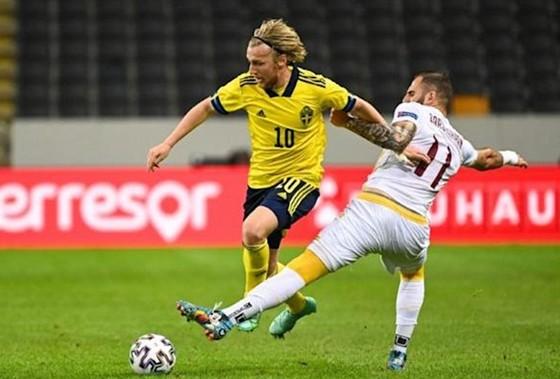 Emil Forsberg (trái) chứng tỏ sẽ là nguồn cảm hứng chính của Thụy Điển.